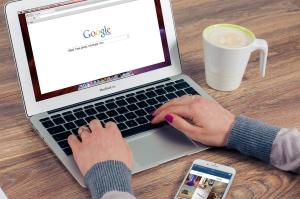 SEO expert searching Google